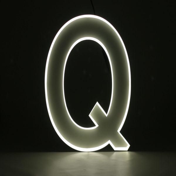 Quizzy Neon Style letter Q